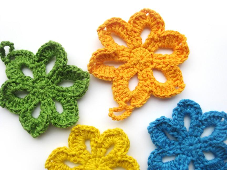 háčkované veľkonočné kvetinky